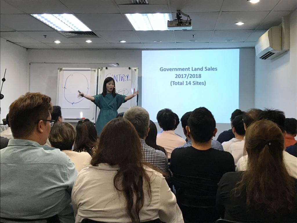 Tracy Ong Hui Jing hosting Real Estate Seminars