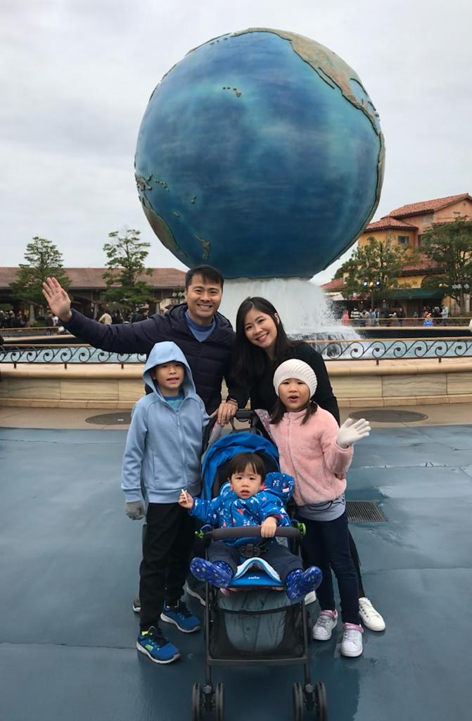 Tracy Ong Hui Jing and her family in USS