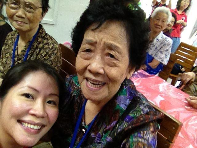 Tracy Ong Hui Jing visiting elderly in Old Folks Home during CNY